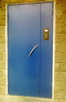 подъездные металлические двери эконом класса